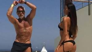 Gianluca Vacchi bailando con su esposa