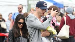 Mila Kunis y Ashton Kutcher educarán a sus hijos «como si fuesen pobres»