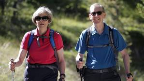 Theresa May, Primera Ministra de Reino Unido, visita los Alpes suizos durante sus vacaciones en pareja