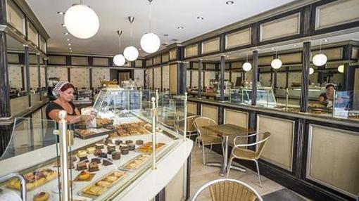 Expositor de la sublime pastelería de La Belle de Cadix.