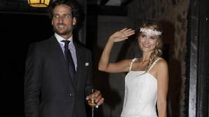 Alba Carrillo dona los 3 vestidos de novia de su boda con Feliciano López a mujeres maltratadas