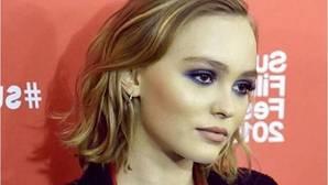 Lily Rose Depp reconoce que no tuvo una «infancia normal»
