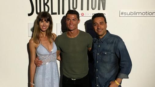 Cristiano Ronaldo con unos amigos