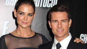 Katie Holmes firmó por contrato a Tom Cruise que «no saldría públicamente con nadie hasta 2017»