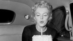 Marilyn vivió uno de sus momentos de mayor gloria cuando le cantó «Happy Birthday» al presidente Kennedy