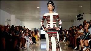 Una modelo desfigurada por ácido abrió la Fashion Week de Nueva York