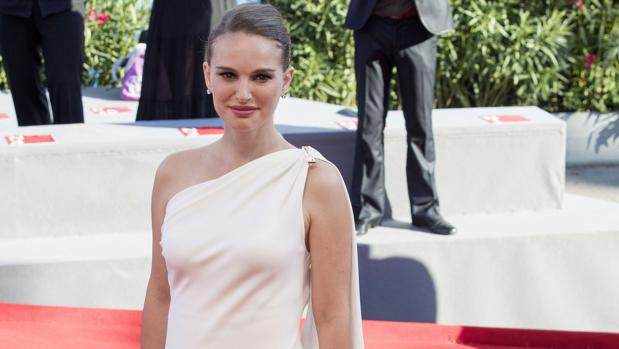 Natalie Portman en la alfombra roja del Festival Internacional de Cine de Venecia