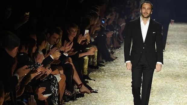 Tom Ford despidiendo su desfile en el 2015