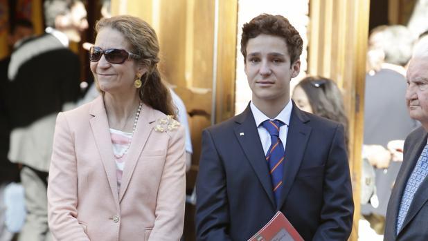 La Infanta Elena de Borbón y Felipe Juan Froilán de Marichalar durante la corrida de la Beneficencia 2016