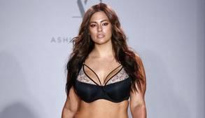 La modelo «curvy» Ashley Graham se convierte en la estrella de la Semana de la Moda de Nueva York