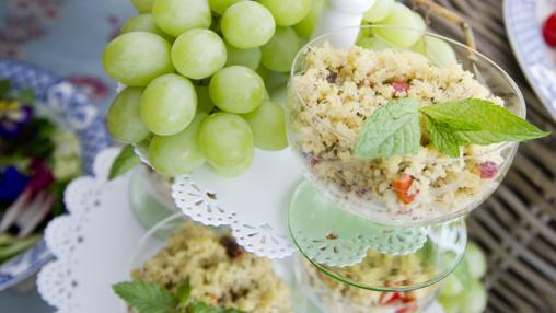 Frutas y ensalada, sanas y refrescantes