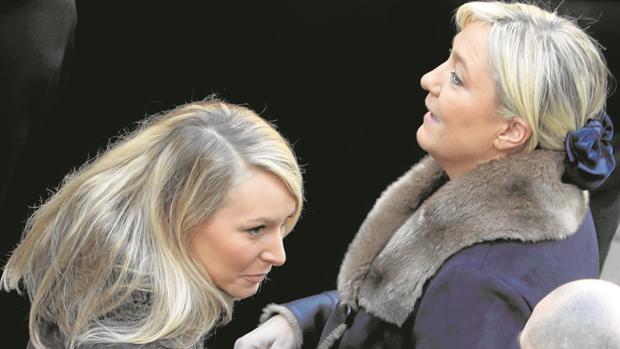 Las dos Le Pen en los Inválidos, en París