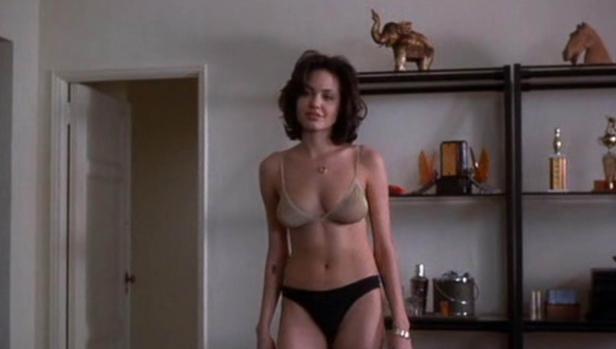 Jolie en una escena de una película en 1996
