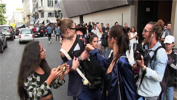 Ggi Hadid cuando un hombre la tomó por la espalda