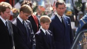 Afirman que el príncipe Carlos temió ser asesinado en el funeral de Diana