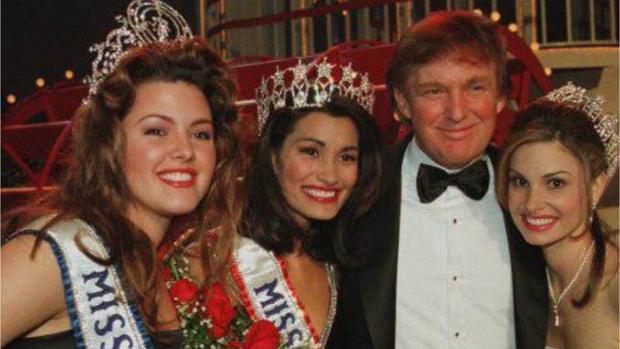 Durante el reinado de Alicia Machado en 1996 (primera a la izquierda)