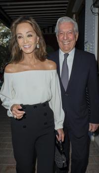 Isabel Preysler y Mario Vargas Llosa en una fiesta en Madrid