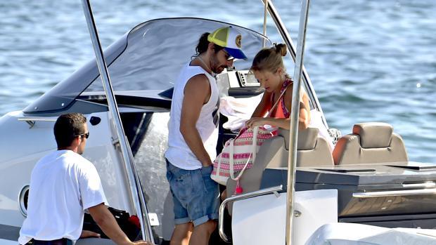 Javier y su novia, Sol González en Ibiza