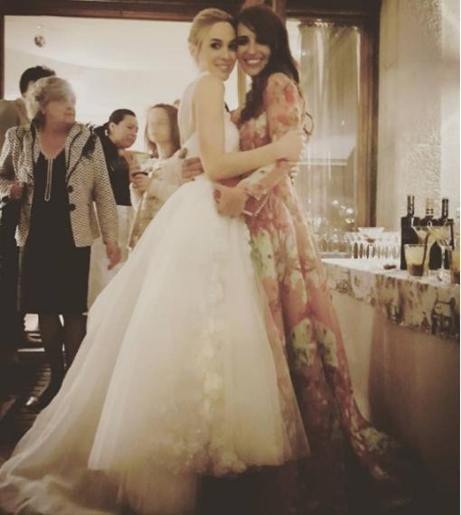 La novia con su amiga y compañera de serie Paula Echeverría