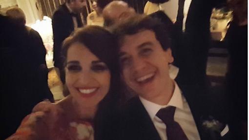 Paula Echeverría posa en una divertida imagen con Javier Veiga