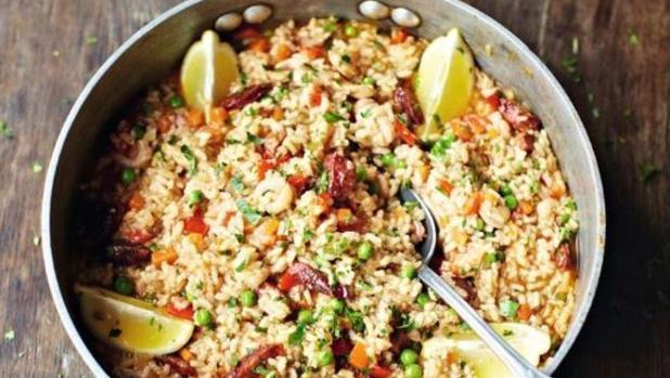 Esta es la paella con chorizo publicada por el cocinero Jaime Oliver