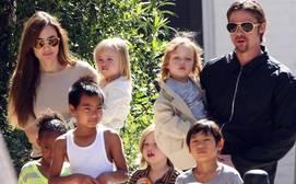 Angelina Jolie y Brad Pitt acuden a terapia junto a sus seis hijos