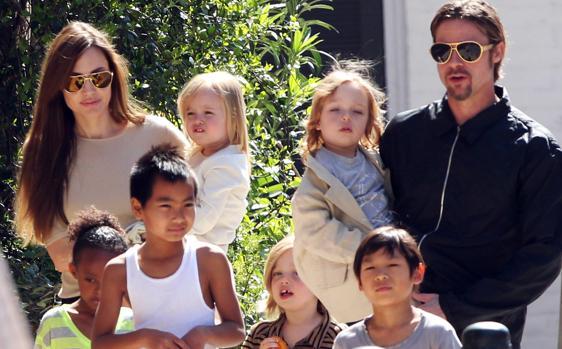 Fotografía de la familia Pitt Jolie