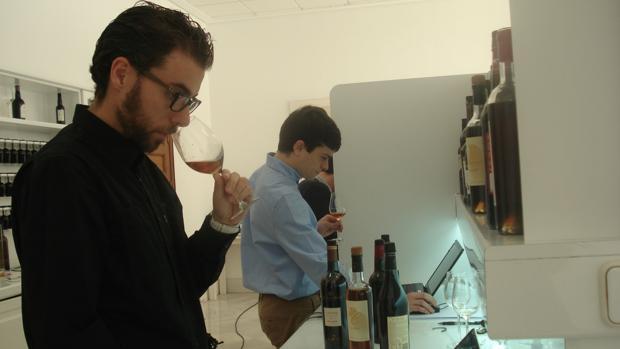 La nueva Guía Peñín otorga la máxima calificación entre 11.500 vinos a uno de Jerez