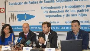 Antonio David le da en los morros a Rocío Carrasco con su premio de «padre ejemplar»