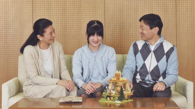 Los príncipes Masako y Naruito con su hija Aiko, de 14 años de edad