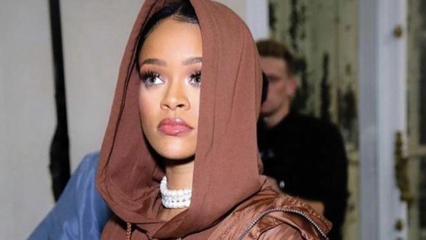 Instagram:  Rihanna publica una foto desnuda junto a su sobrina y la lía en las redes sociales