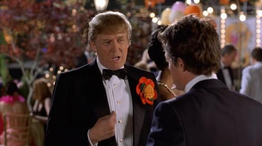 Cameo en «Amor con preaviso», donde comparte planos con Hugh Grant