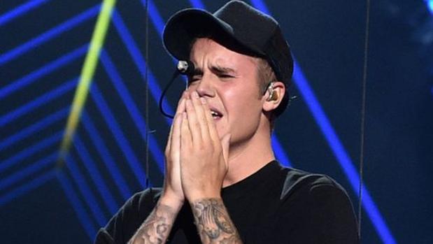 Justin Bieber durante su actuación en los premios MTV del año pasado