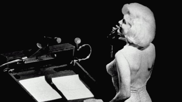 Marilyn Monroe entonando el «Happy Bithday» a Kennedy