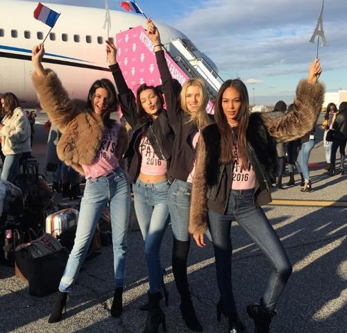 Kendall Jenner, Bella Hadid y otras dos modelos tras aterrizar
