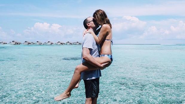 La pareja en unas vacaciones de ensueño