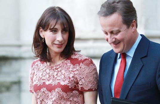 Samantha Gwendoline Sheffield junto a su marido David Cameron