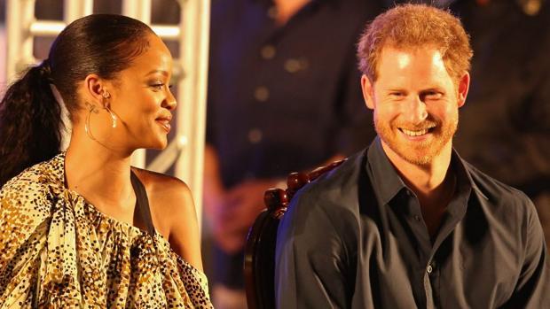 Rihanna y Enrique de Inglaterra durante el evento