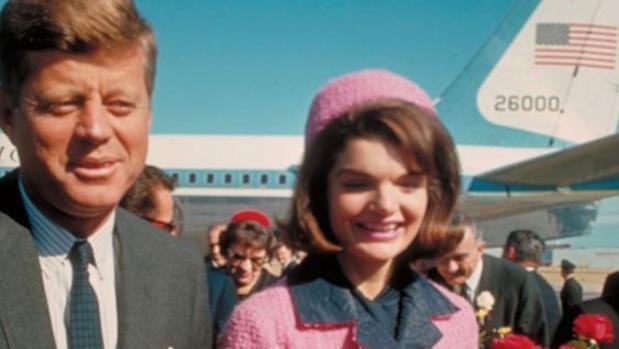 John F. Kennedy junto a su esposa