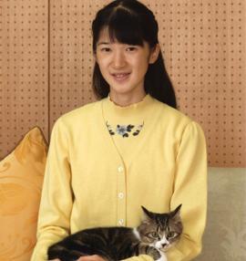 La princesa presenta a su nueva mascota, «Seven»