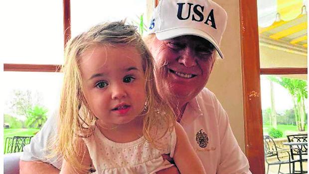 Donald Trump, con su nieta Chloe Sophia