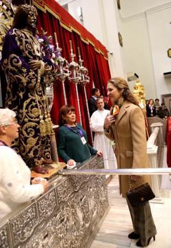 La infanta Elena, frente al Cristo