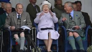 Carlos III, ese extraño rey que nunca llega
