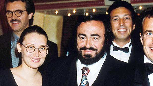 uciano Pavarotti junto a su segunda mujer, Nicoletta