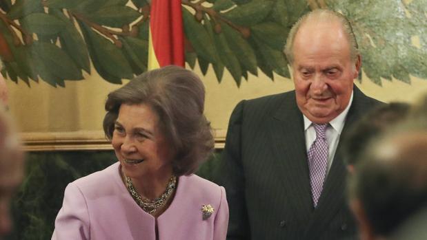 Don Juan Carlos y Doña Sofía acompañaron a la Infanta Doña Margarita al homenaje que recibió en la Real Academia de Medicina, el pasado lunes