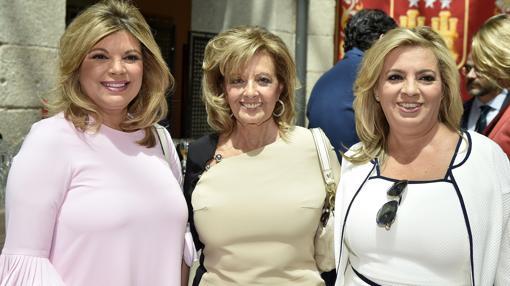 María Teresa junto a sus dos hijas. Terelu y Carmen