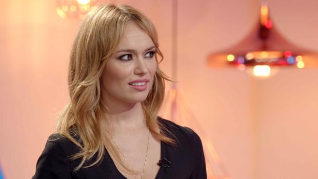 La actriz interpretando «Tú, yo y mi avatar»