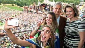 Los Reyes de Bélgica disfrutan del festival