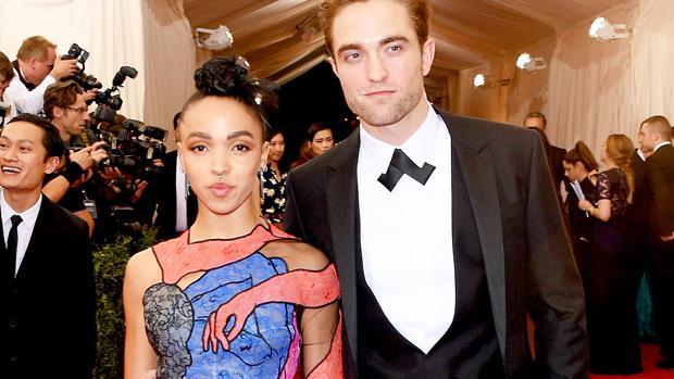 El actor y la cantante son el centro de las miradas en las alfombras rojas