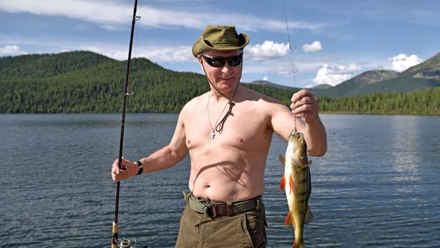 Vladimir Putin presume orgulloso de su lucio